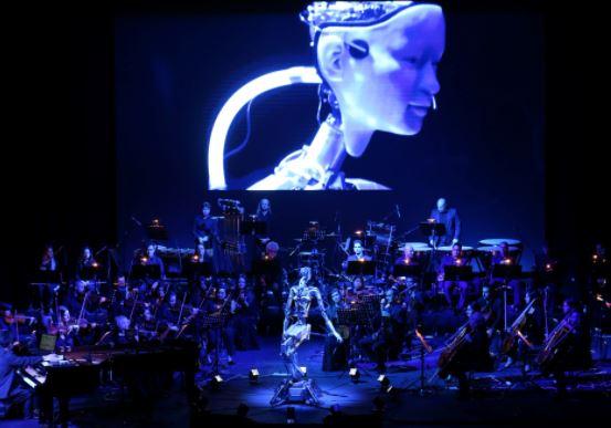 Un humanoide llamado Alter 3 al frente de una orquesta